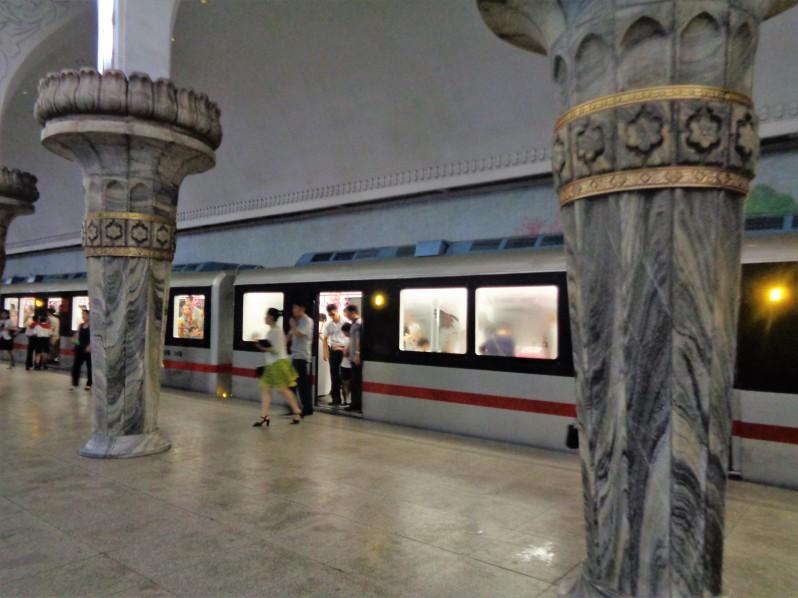 Pyongyang_metro5