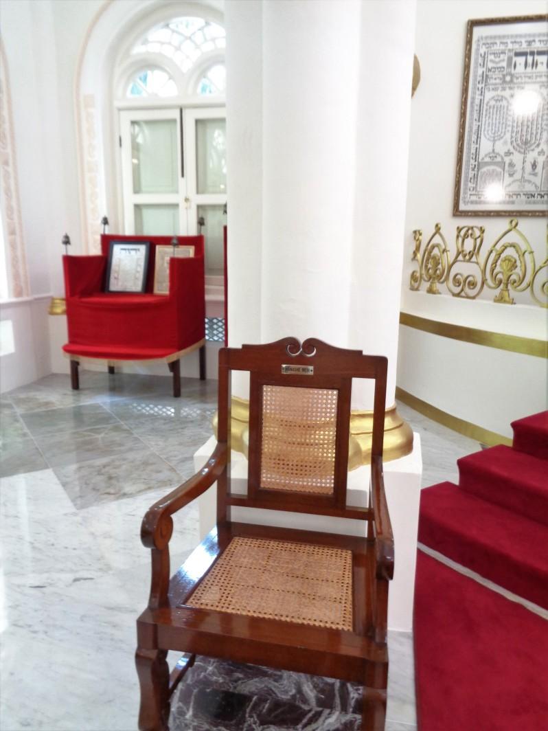 Manashe_chair